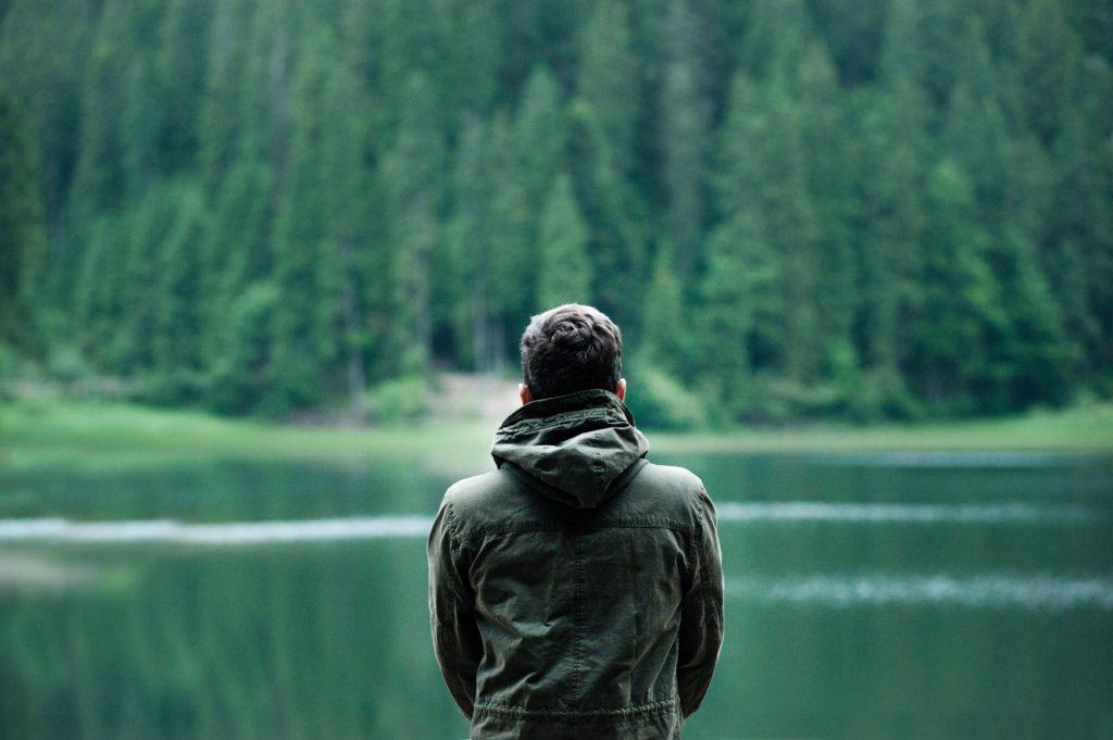 A medida que una persona asciende tiende a ignorar con creciente frecuencia las necesidades de la gente de menor rango